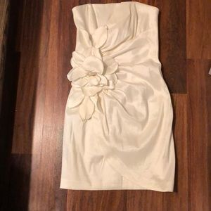Strapless white Cache dress